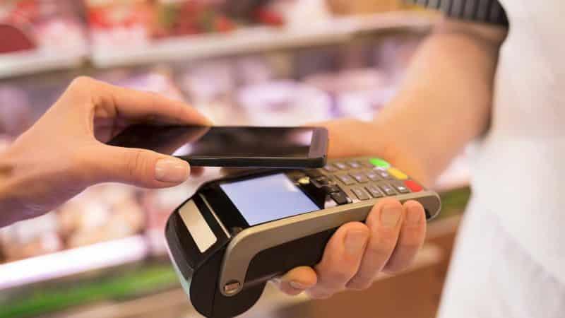 Pagamenti digitali, ad agosto arriva la Apple Card. Mentre WhatsApp sta per lanciare il Payment in India